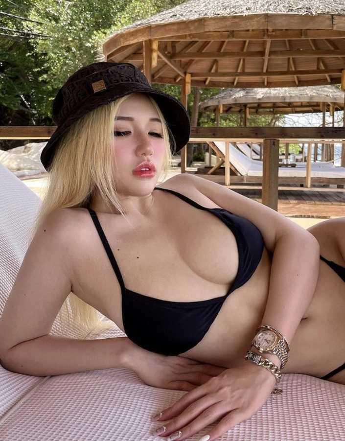 Siew Pui Yi в купальнике (5)