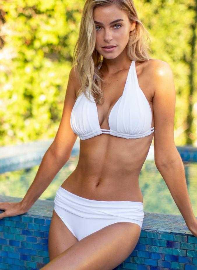 Элизабет Тёрнер горячие фото в купальнике (9)
