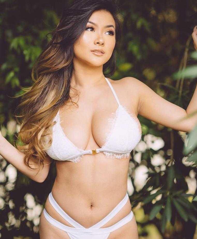 Vicki Li в купальнике (6)