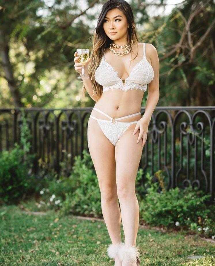 Vicki Li в купальнике (7)