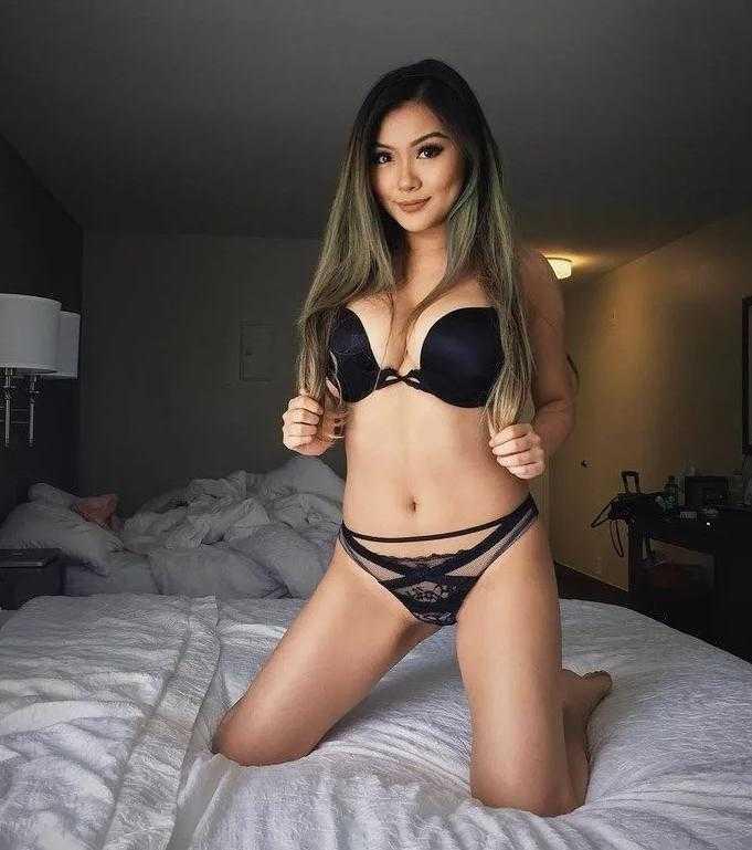Vicki Li в нижнем белье (1)