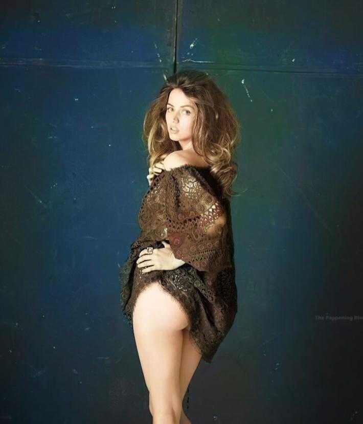 Анна Де Армас секси куколка (2)