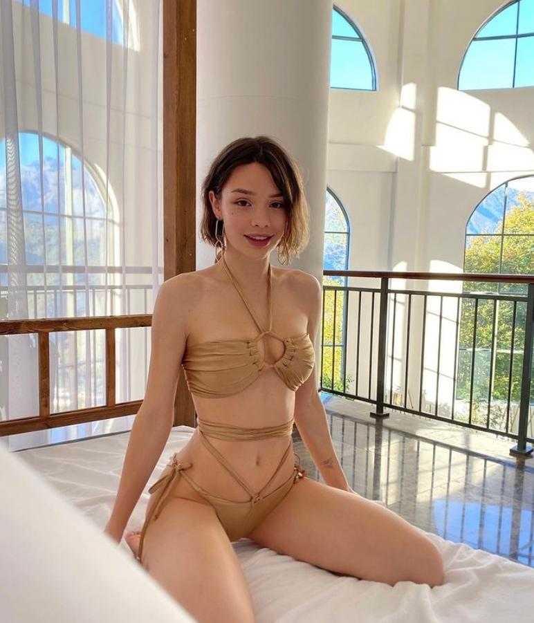 Мария Вэй в купальнике и нижнем белье (6)