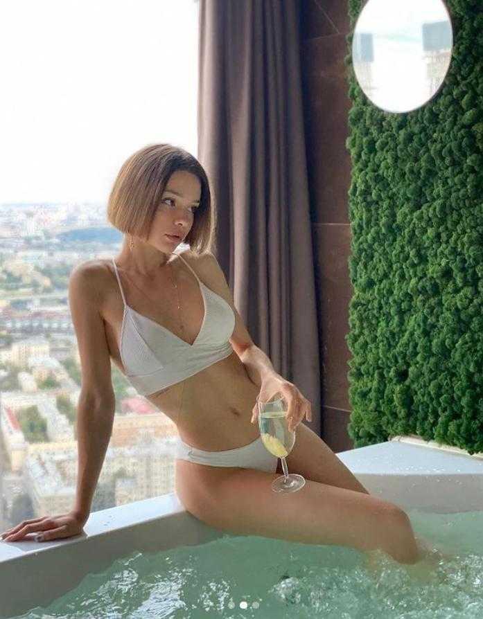 Мария Вэй в купальнике и нижнем белье (8)