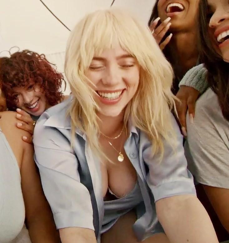 billie eilish sexy moments (4)